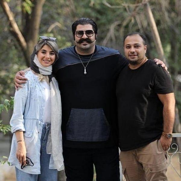 بهنام بانی در کنار خواهر و دامادشان + عکس