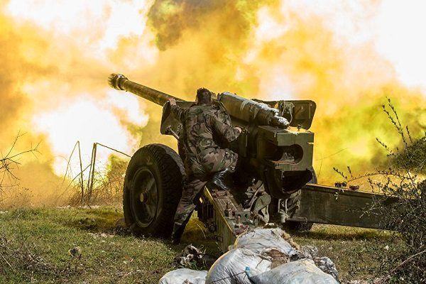 مواضع تروریستها در حومه ادلب و حماه زیر آتش سنگین ارتش سوریه