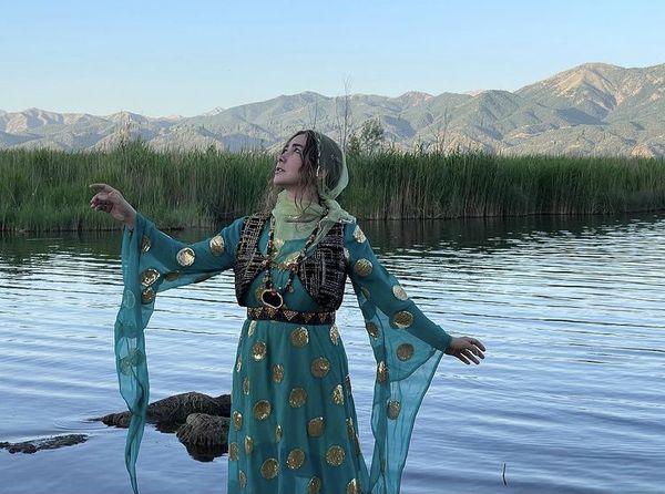 آنا نعمتی با لباس کردی + عکس