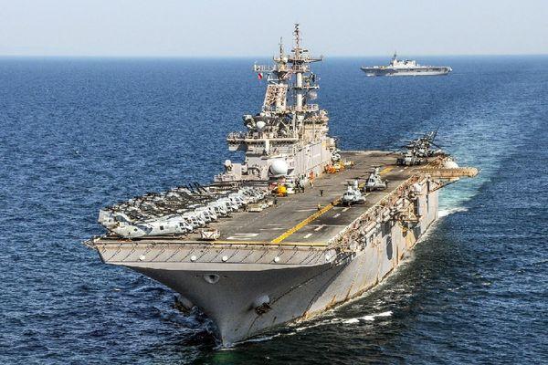 ناو هواپیما بر آمریکا در بندر دوحه قطر پهلو گرفت