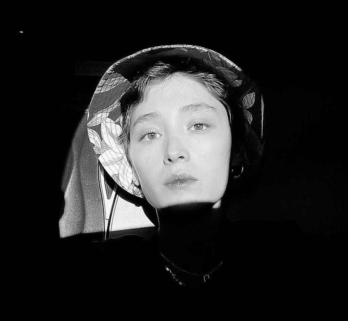 فرشته حسینی در میان تاریکی + عکس