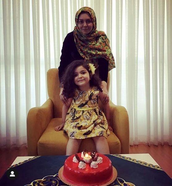 آزاده نامداری و دخترش در خانه شان + عکس