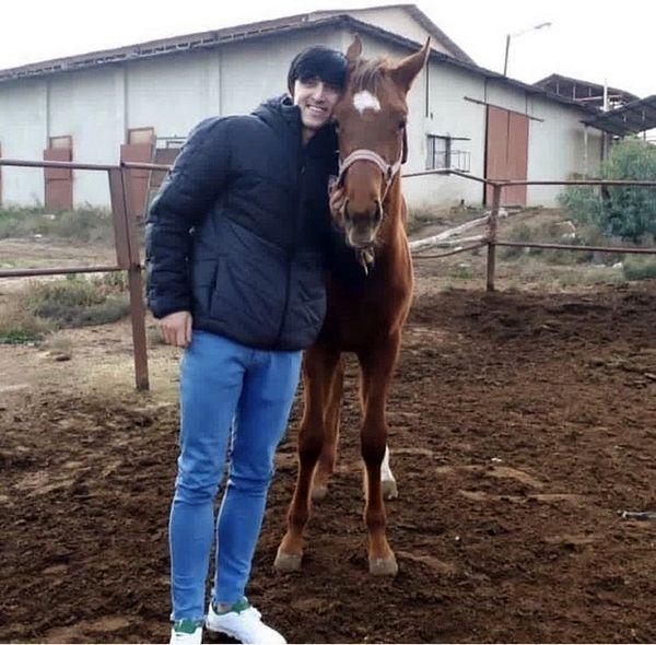 سردار آزمون و اسب قهوه ای رنگش + عکس