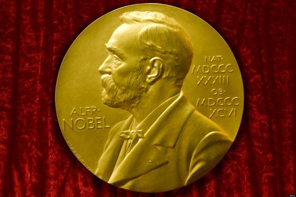 برنده نوبل ادبیات را چه کسانی انتخاب میکنند؟