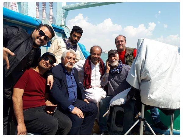 قایق سواری داریوش ارجمند با عوامل ستایش + عکس
