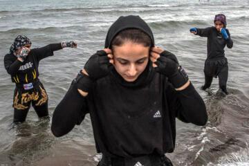 «نگین شیرزادی» ، «سما همتی» و «نگین رحیمی» در ساحل دریای خزر تمرین می کنند