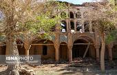 ادامه مرمت کاخ سرهنگ آباد زواره با آهنکشی سقف