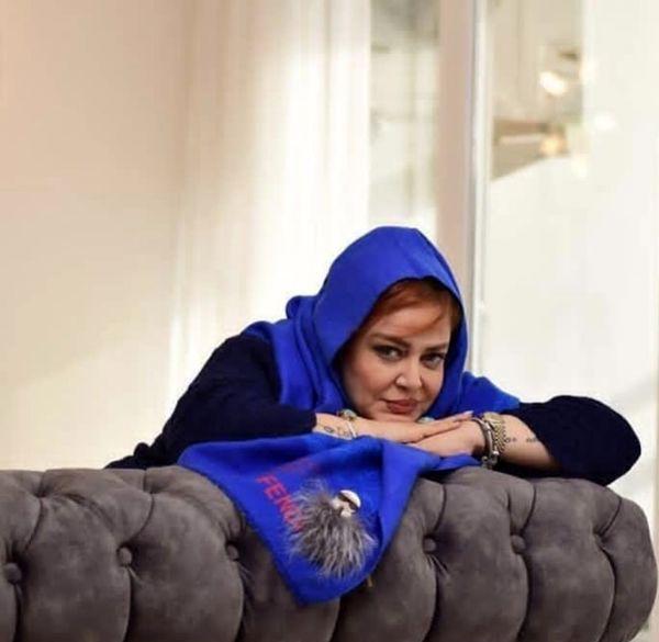 بهاره رهنما روی مبل خانه اش + عکس