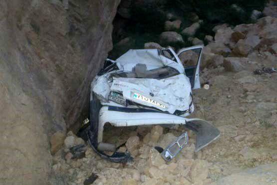 سقوط یک دستگاه پژو به دره