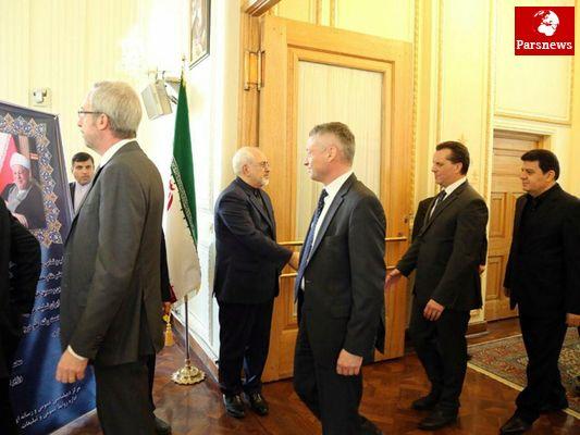 سفرای خارجی با حضور در وزارت امور خارجه به ظریف تسلیت گفتند