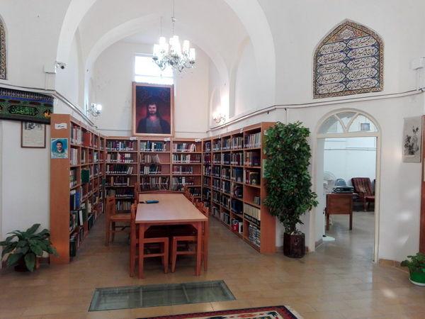 کتابهای استاد علی سامی به کتابخانه عمومی حافظیه شیراز اهدا شد