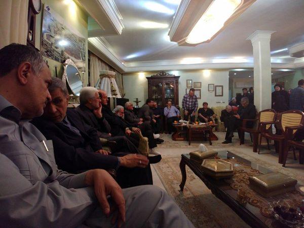حضور اقشار مختلف مردم در منزل مرحوم افشار+عکس