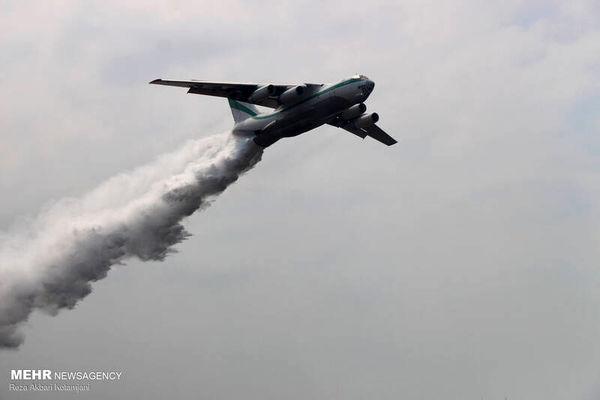 تصاویری از کمک هواپیمای آتشنشان برای خاموشی تالاب انزلی