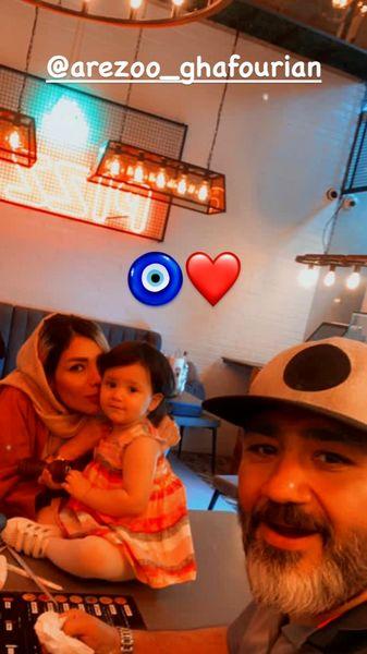 مهران غفوریان به همراه همسر و دخترش در یک رستوران + عکس
