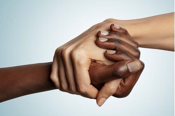 نژادپرست نباشیم