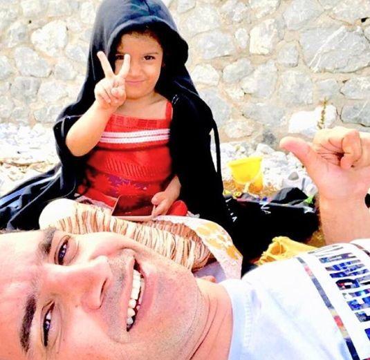 گشت و گذار محسن یگانه به همراه دخترش در طبیعت + عکس