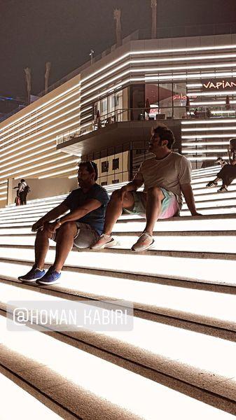 گلزار و دوستش در مراکز خرید دبی + عکس