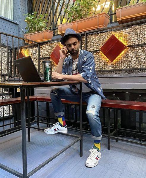 آقای بازیگر در یک کافه + عکس