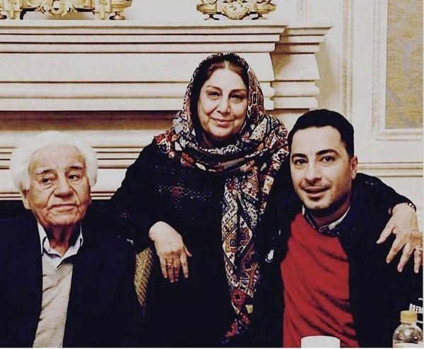 نوید محمدزاده در کنار پدر و مادرش + عکس