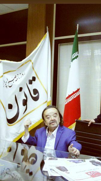 اسدالله یکتا در دفتر روزنامه صبح ایران + عکس