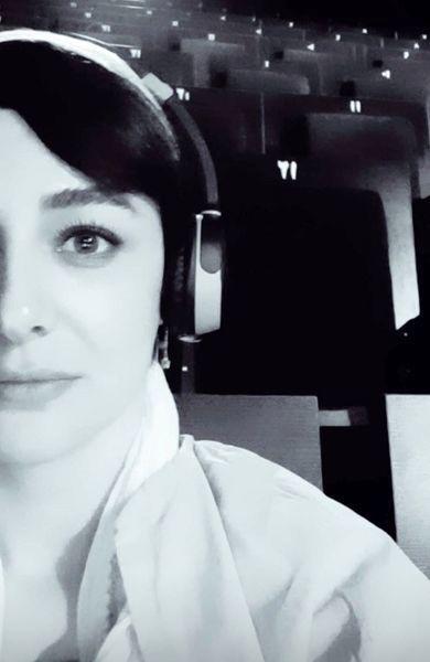 موسیقی گوش دادن ویدا جوان در سینما