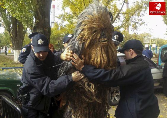 عکس/پرسوناژ « جنگ ستارگان» در چنگال پلیس