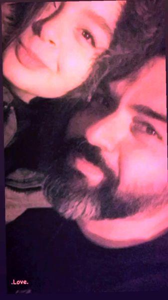 سلفی شهرام قائدی با دخترش + عکس