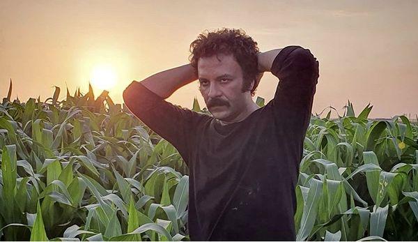 حسام منظور در مزرعه ای زیبا + عکس