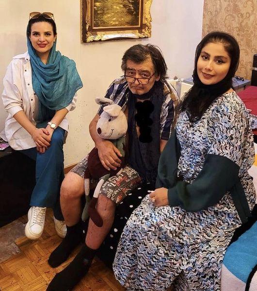 عکس جدید رضا رویگری در خانه اش