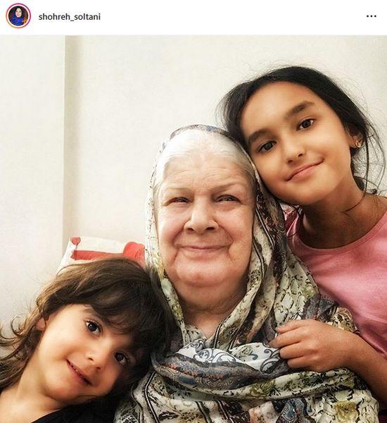 عکس دیدنی از شباهت خانم بازیگر به مادرش