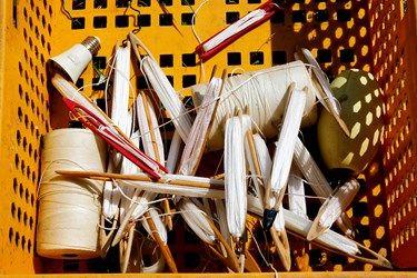 ابزار های صیادان برای بافتن تورهای صیادی