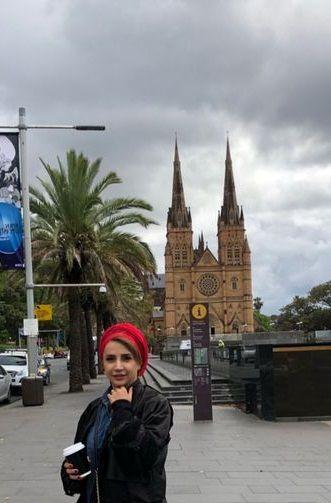 عکس پوستری شبنم قلی خانی در استرالیا