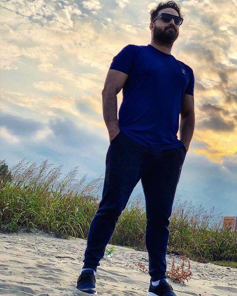 بابک جهانبخش در کنار دریایی که دیگر برایش زیبایی ندارد