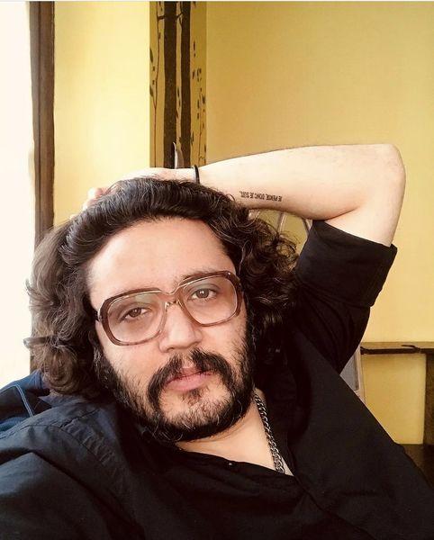 مهران رنجبر با مدل عینک قدیمی + عکس