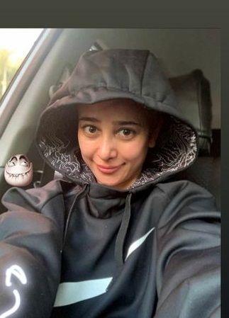 ژست بانمک الناز حبیبی در ماشین سواری+عگس