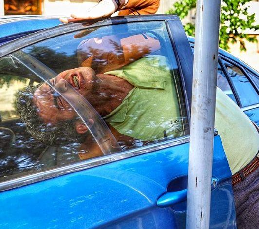 هوتن شکیبا لای در ماشین گیر کرد+عکس