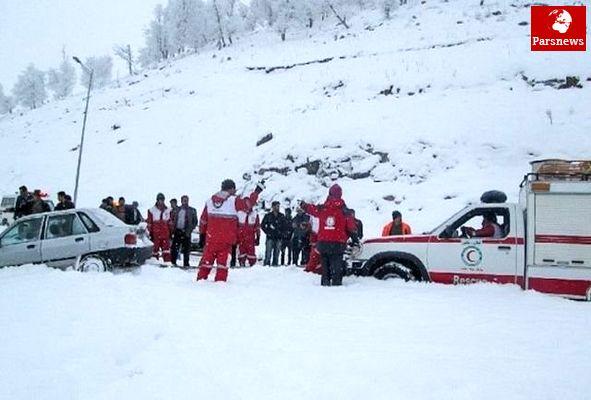 سقوط بهمن در آذربایجان غربی و گرفتار شدن خودروها