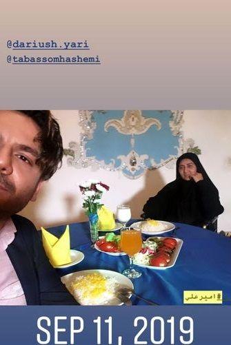 عکس زیبای عباس غزالی و مادرش در رستوران