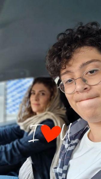 ویشکا آسایش و پسر مو فرفری اش در ماشین + عکس