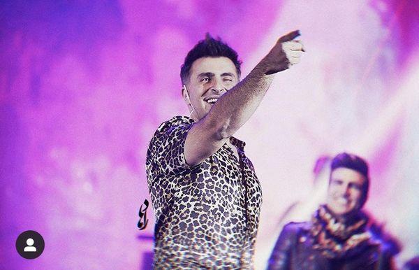 لباس پلنگی علیرضا تلیسچی در کنسرت + عکس