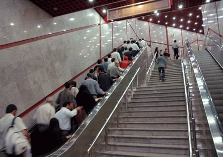 پله برقی متروی ایستگاه میرداماد حادثه آفرید