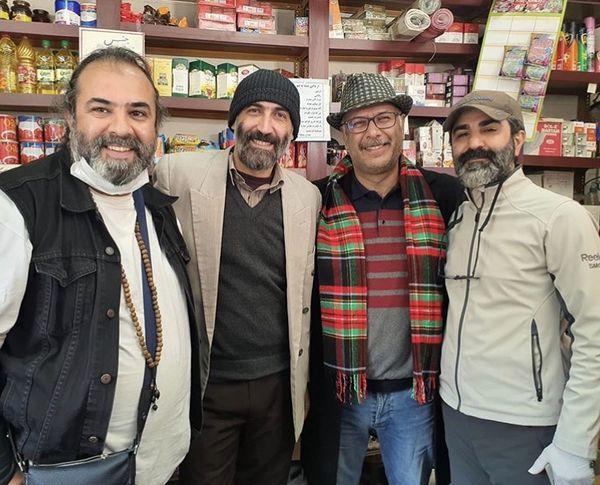جناب خان و بازیگر ممنوعه در یک فروشگاه + عکس