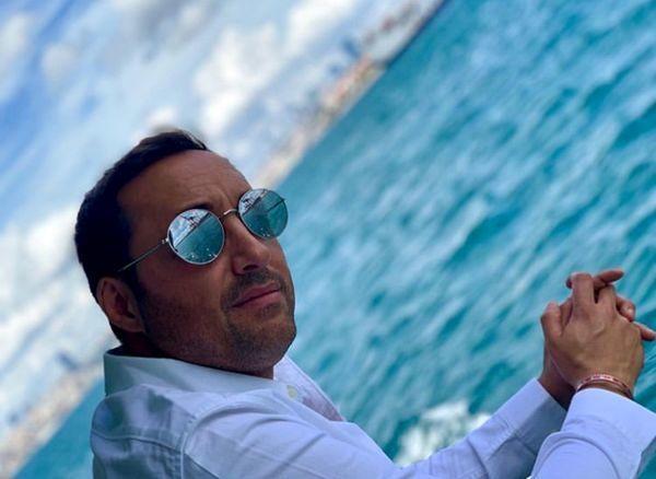 امیرحسین رستمی در دل دریای آبی + عکس