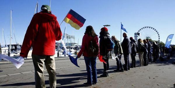 تظاهرات هزاران آلمانی علیه محدودیتهای کرونایی