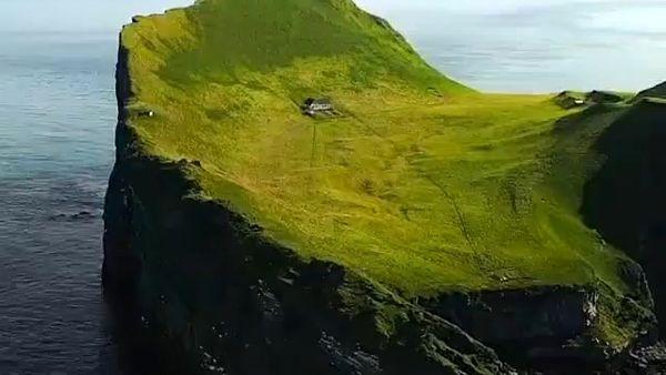 تنهاترین خانه دنیا+ فیلم