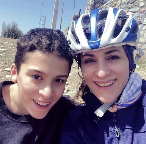 دوچرخه سواری ویشکا آسایش با پسرش + عکس