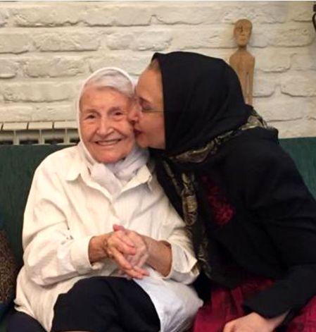 بوسه عاشقانه کتایون ریاحی بر مادر +عکس