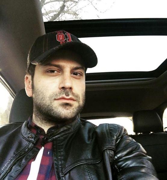 روزبه حصاری در ماشینش + عکس