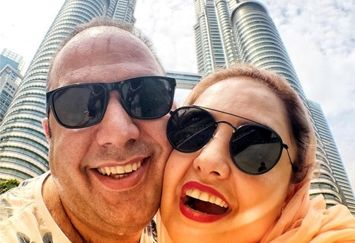 ست کردن نرگس محمدی و همسرش در مالزی+عکس
