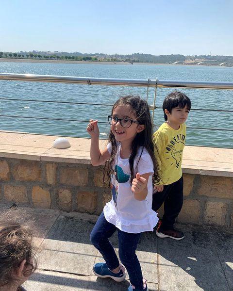 شیطنت های دوقلوهای مجید صالحی لب دریاچه + عکس